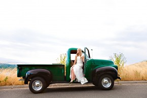 vintage car in cute bridal photos taken in utah salt lake city