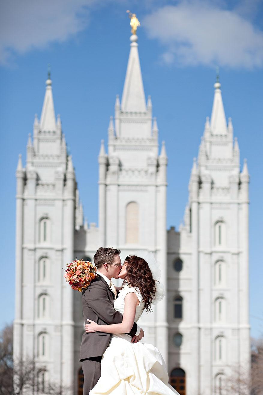 Utah Wedding Photographer Photographs A Lds Temple