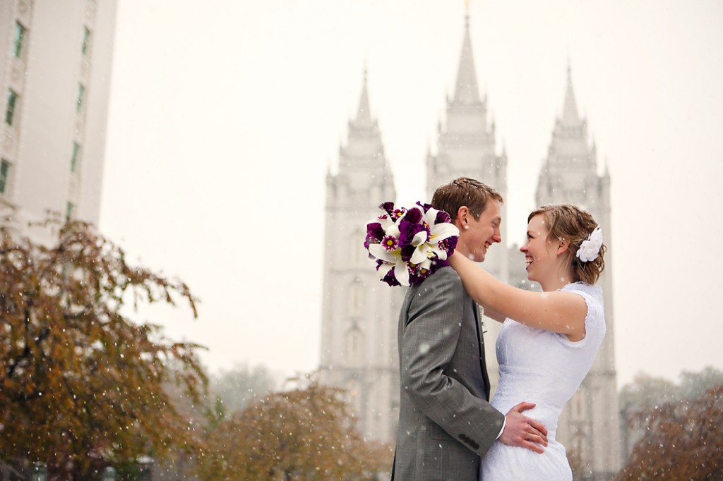 utah wedding on a snowy day at the salt lake temple in utah